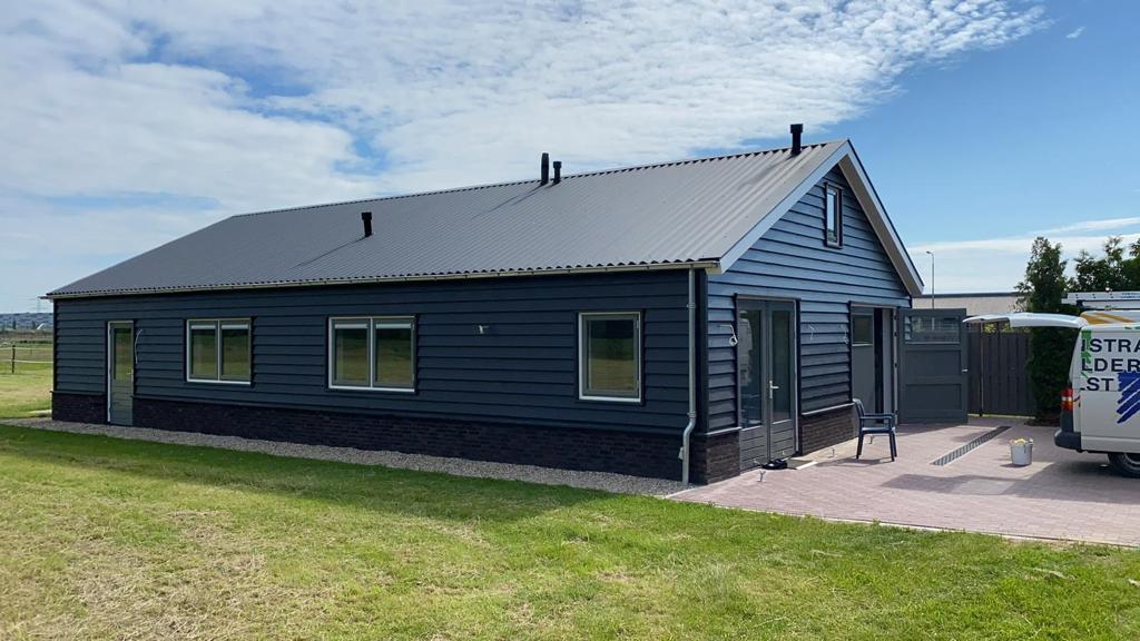 Nieuwbouw garage/salon Derksen te Oosterhout